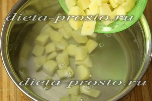 укласти в киплячу воду картопля