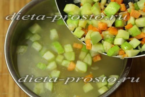 завантажувати в каструлю тушковані овочі