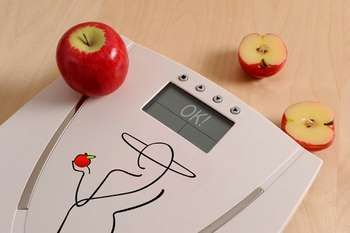 Яблука на підлогових вагах