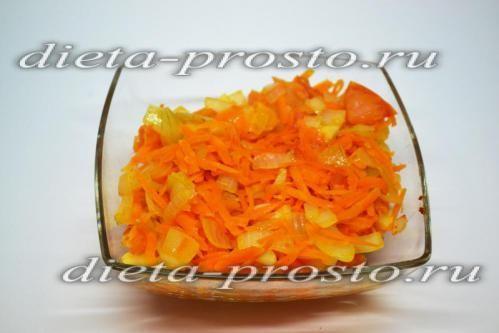 Тушкуємо моркву і цибулю