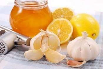 Банка меду часник і лимон