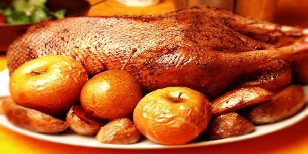 Качка з яблуками в мультиварці: рецепт святкового блюда