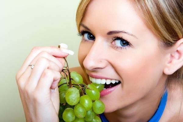 Виноградна діетахорошій спосіб боротьби із зайвою вагою.