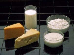 Під час дієти слід вживати продукти, багаті на білок, щоб захистити кістки під час схуднення