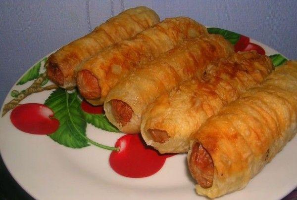 Запечені сосиски в листковому тісті: рецепти з фото